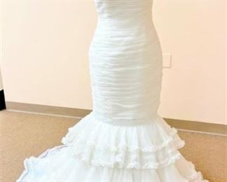 Aire Barcelona Size 10 Mermaid with Ruffles and Pearls Designer Bridal Gown