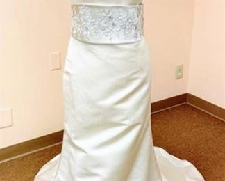 2be Couture Size 10 Ivory and Champagne Designer Bridal Gown
