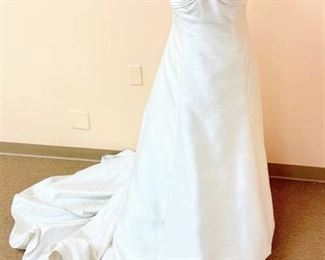 Mon Cheri Couture Size 10 Wedding Gown by Sabrina Toy