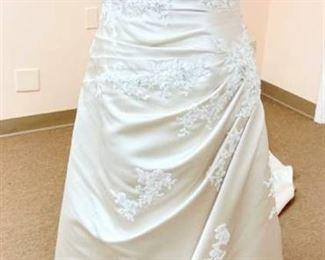 San Patrick Size 10 Designer Ivory Wedding Gown