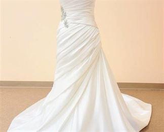 Pronovias Size 10 Designer Strapless White Wedding Gown
