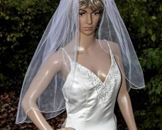 """32"""" Long Mid Length Veil Plain Off White with Scalloped Edging"""