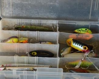 7512 Sm. Case with Fishing Lures