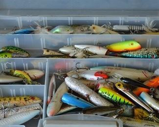 7524 Lg. Case with Fishing Lures