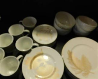 Gold Leaves Dishes