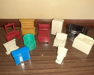 VINTAGE PLASTIC DOLL HOUSE FURNITURE
