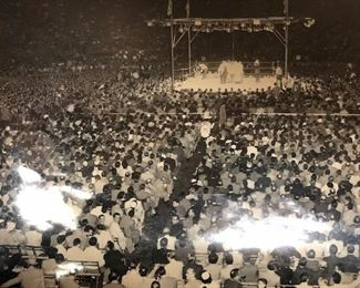 ONE OF MANY SPORTS AND BOXING PHOTOGRAPHS