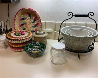 Robinson Ramsbottom Roseville, Ohio Set 3 Mixing/Nesting Bowls