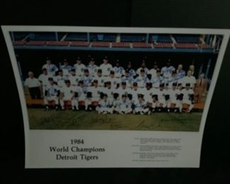 1984 Tigers team photo 25 autographs