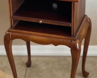 Butler Specialty Company Cabriole Leg Accent Table26x17x13inHxWxD