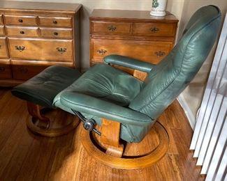 Ekornes Stressless Chair & Ottoman Green Recliner38x34x32inHxWxD