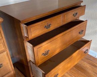 County Maple 3-Drawer Chest/Dresser30x30x18inHxWxD