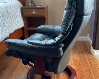 #2 Ekornes Reno Stressless Chair & ottoman  Green Recliner39x28x27inHxWxD
