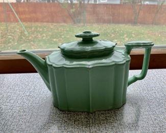 $40.00..............Nice Vintage Teapot (P274)