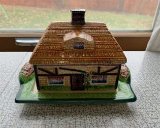 $30.00...............Vintage Cottageware Covered Butter Dish (P277)