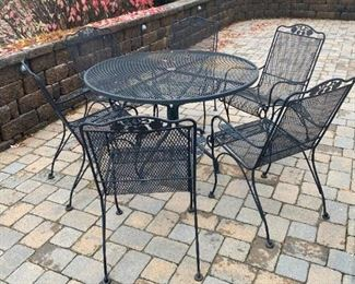 4' Round Metal Patio Table and 6 Chairs $350