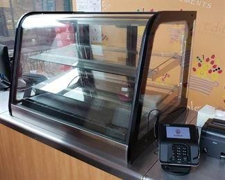 Refrigerated countertop display case