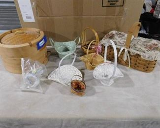 lot of multiple decorative baskets