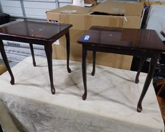 Brown end table 20 1/2in H X 18in W X 21in D