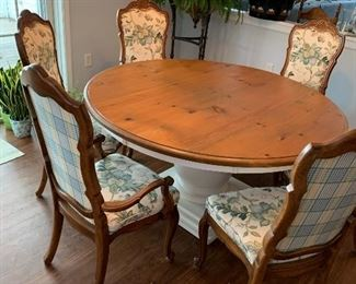 Beautiful pedestal table. Six lovely Country French chairs