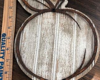 $12 / Decorative wood peach wall plaque with metal detailing.