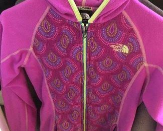 $28 / Girls Medium 10-12 North Face purple swirl fleece jacket. Excellent condition!