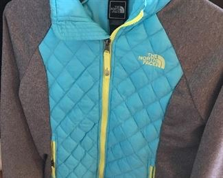 $35 / North Face Girls M 10-12 Quilted and fleece jacket. Excellent condition!