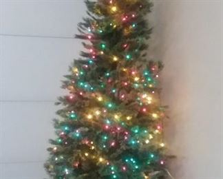 "7 1/2' Christmas tree 40"" diameter"