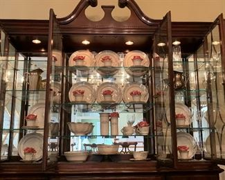 "Thomasville Illuminated China Cabinet  Lenox ""Charleston"" China"