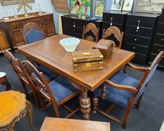 1930's Gothic Carved Oak Set of 6 Chairs & Extendable Table