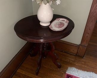 Oval Victorian table $75