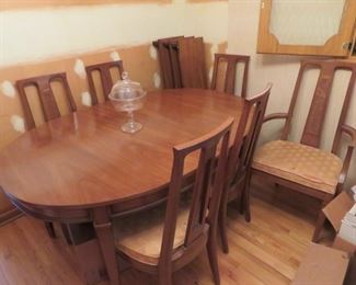 Mid-Century Modern w/6 chairs & 3 leaves