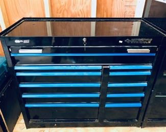 Huskey rolling tool chest