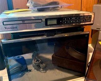 Venturer #KLV3915 Under Cabinet LCD TV/DVD Player!