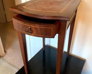 Vintage Columbia Furniture Genuine Mahogany Side Table w/Leather Top!