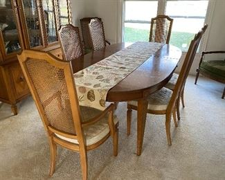 Vintage dining table with 6 chairs; 2 leaves