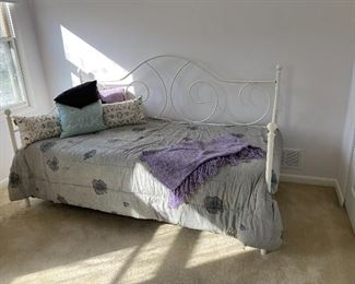White metal framed daybed with trundle