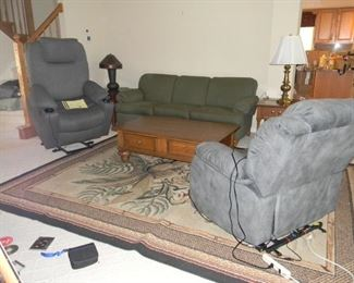 2 chair lifts / rug