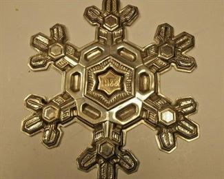 https://www.ebay.com/itm/124197874337	AB0370 USED VINTAGE 9.25 STERLING SILVER CHRISTMAS DECORATION SNOW FLAKE MADE BY		 Buy-it-Now 	 $40.00