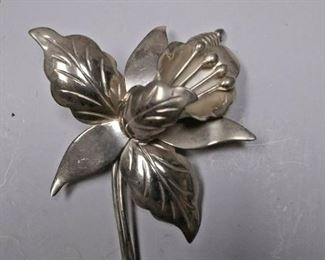 https://www.ebay.com/itm/114234003552	AB0371 USED VINTAGE 9.25 STERLING SILVER FLOWER BROOCH MADE IN MEXICO WEIGHT 11		 Buy-it-Now 	 $20.00