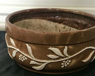 https://www.ebay.com/itm/114544844118	KG099 CERAMIC PLANT POT BROWN AND WHITE 		 Buy-IT-Now 	 $20.00