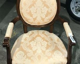 https://www.ebay.com/itm/114544845327	KG078 VICTORIAN STYLE ARM CHAIR PEACH DAMASK PATTERN 		 Buy-IT-Now 	 $100.00