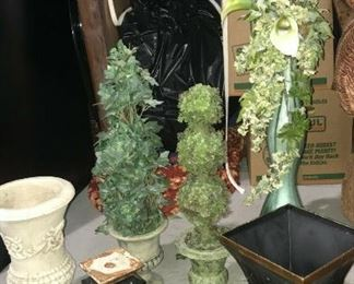 https://www.ebay.com/itm/114544844120	KG106 LOT OF 8 PLANT VASES AND STAND		 Buy-IT-Now 	 $20.00