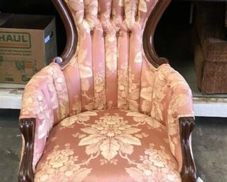 https://www.ebay.com/itm/124461151857	KG0040 Victorian Style Pink Upholstery Fabric and Wood Antique Pollar Accent Chair Local Pickup		Auction