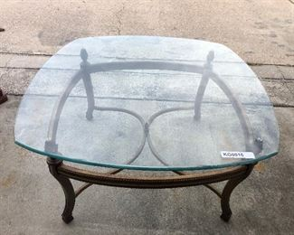 https://www.ebay.com/itm/114545260414	KG0016A: Glass Top Modern Coffee Table Pickup		Auction