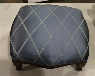 https://www.ebay.com/itm/114545296249	KG8068 Small Blue Upholstered Ottoman Foot Rest #1 Pickup Only Vintage		Auction