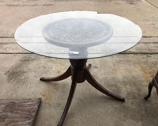 https://www.ebay.com/itm/124478554521	KG0056 Glass and Wood Pedestal Table Pickup Only		 Buy-it-Now 	 $100.00