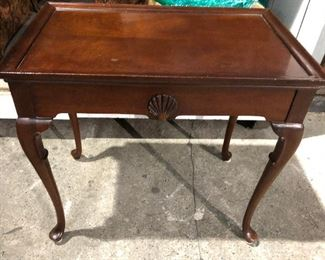 https://www.ebay.com/itm/114547042787	KG0027 Wood Accent Table Cherry with Seashell Pickup Only Queen Anne Legs		Buy-It-Now	 $95.00