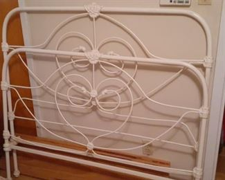 https://www.ebay.com/itm/114512828674	HYH012 Very Heavy Wrought Iron Antique Bed Pickup Only	-	 OBO 	 $399.99