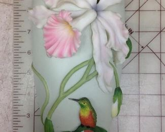 https://www.ebay.com/itm/124426410682	KG8033B Ibis & Orchid Design Inc. Lavender Cattleya Orchid # 123 wall sconce Vase Local Pickup		 OBO 	 $20.00